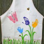 delantal con pintura textil y manos de tus hijos