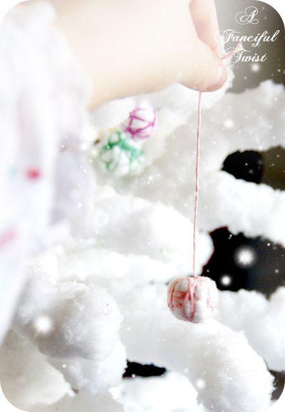 adorno de navidad con algodon e hilo de manualidades
