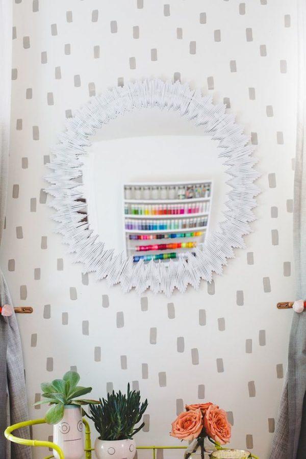 C mo decorar un espejo con palitos de madera blog - Como decorar una pared con madera ...