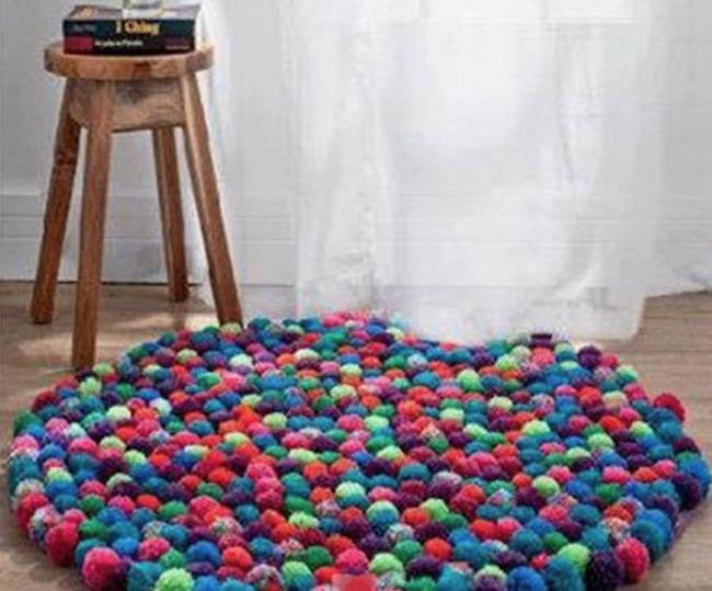 C mo hacer una alfombra con pompones con forma redonda for Alfombras de pompones infantiles