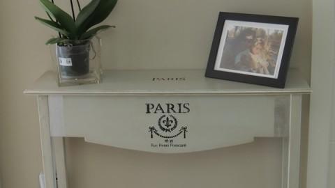 Consola o mueble de madera decorado