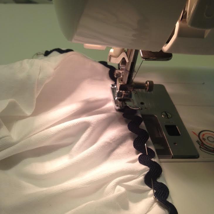 como decorar una camiseta con picunela paso 2