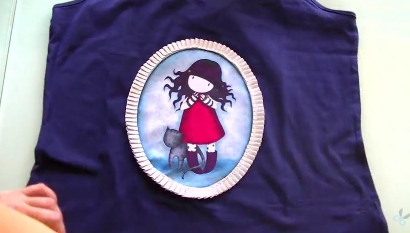 camiseta con aplique de gorjuss - conideade