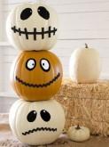 Calabazas pintadas con caras para una decoración infantil para Halloween