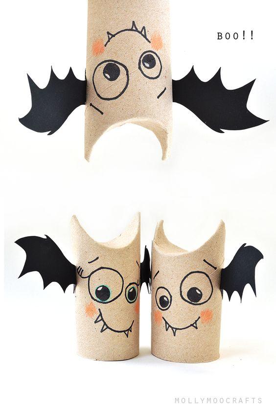 Murciélagos con rollos de cartón reciclado para halloween