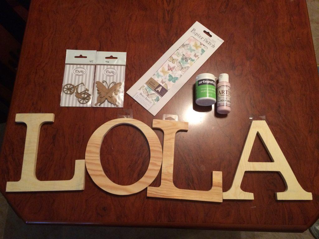 Materiales para decorar letras de madera con decoupage