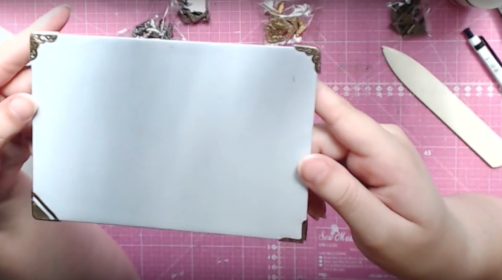 tutorial para forrar portadas de scrapbook y colocar esquineras