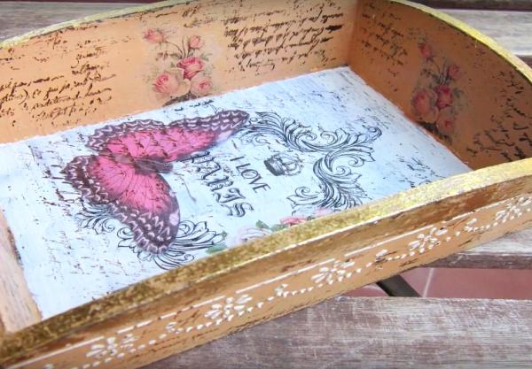 Bandeja de madera decorada con decoupage