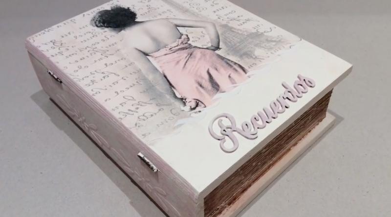 Decorar una caja de madera en forma de libro decorada con decoupage